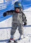 Как поставить малыша на лыжи